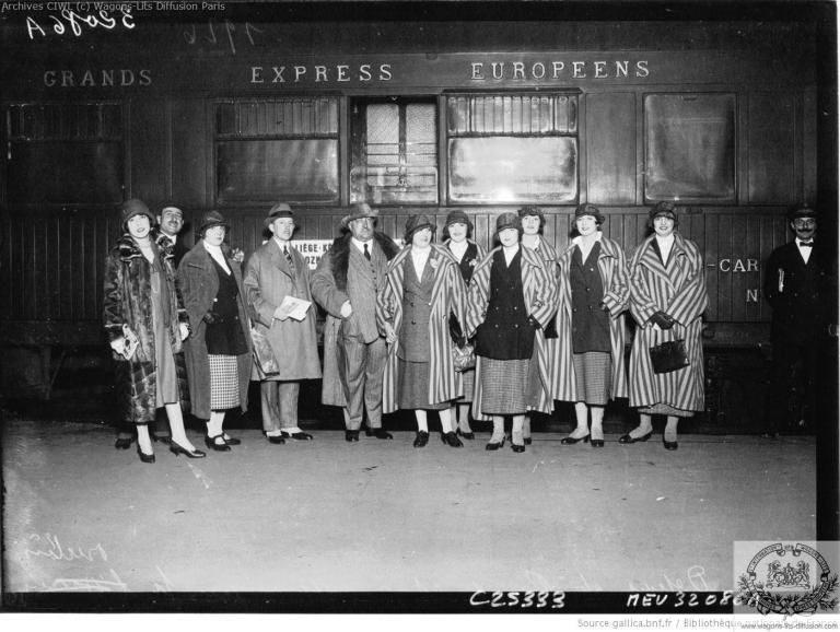 Wl gare du nord depart du couturier poiret accompagne de sept modeles 1926