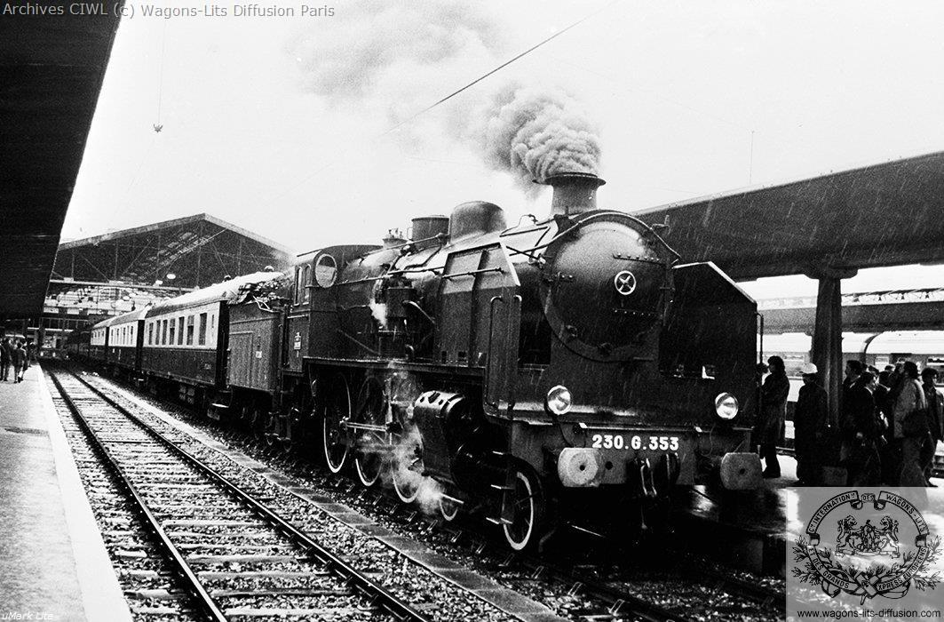 Wl train pullman en gare vers 1960