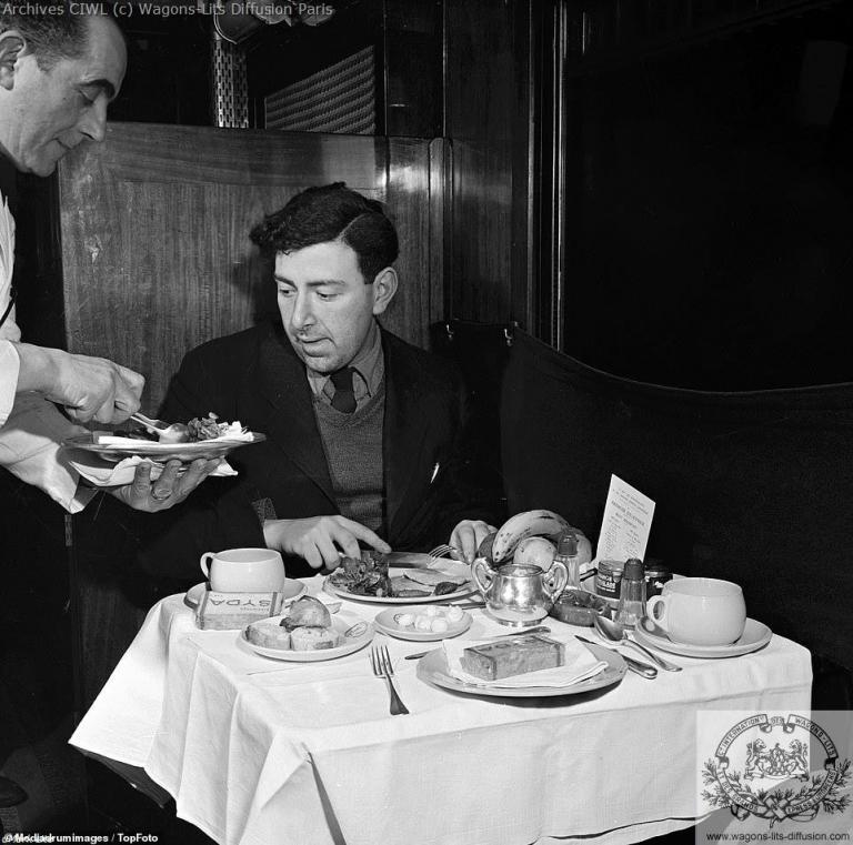 Voiture restaurant ciwl night ferry 1952 2