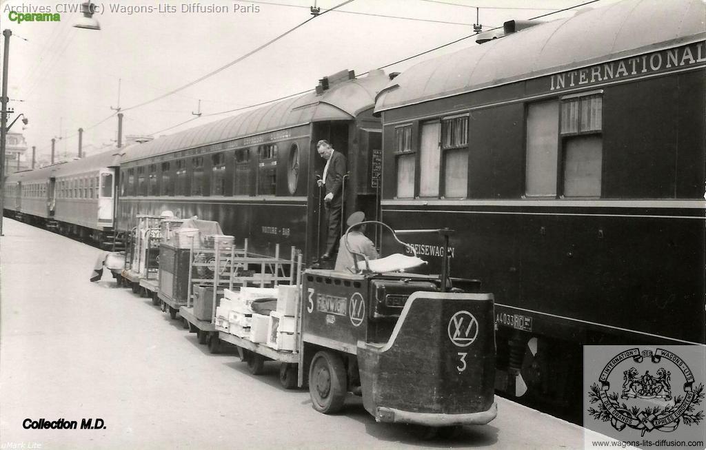 Wl gare de paris lyon vers 1960 voiture restaurant accouplee a une voiture bar pullman